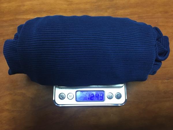 モンベルのジオラインL.Wの重さを計測した写真