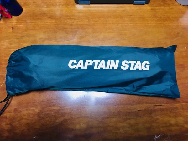 キャプテンスタッグのアルミローテーブルをそタッフサックに入れた写真