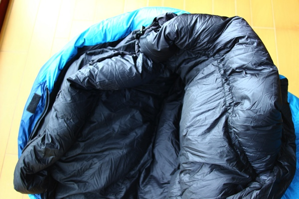 ナンガのオーロラライト600DX 寝袋を裏側の写真